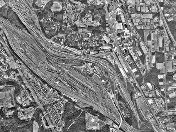 Satellite image of northwest Atlanta rail yard, Fulton County, Georgia, which shows its close proximity to human habitation (courtesy of the United States Geological Survey).