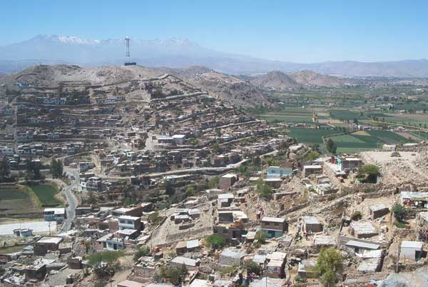 High density of homes in the periurban community of Guadalupe, Arequipa, Peru, November 2004.