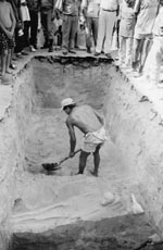 Thumbnail of Discovery of human skeletons during excavation in 1994 of new sewage system in Ceará, Brazil, of persons who died of smallpox during the epidemic of 1877–1879. Photo courtesy of Jornal O Povo.